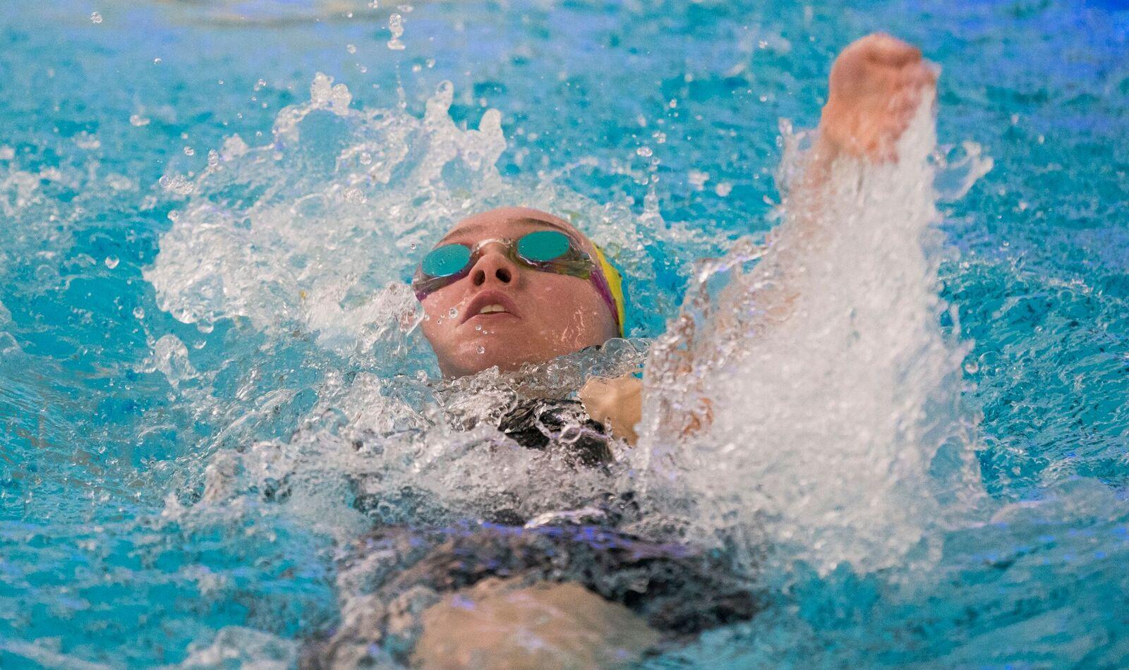 Mia Bottrill competing in a backstroke event.