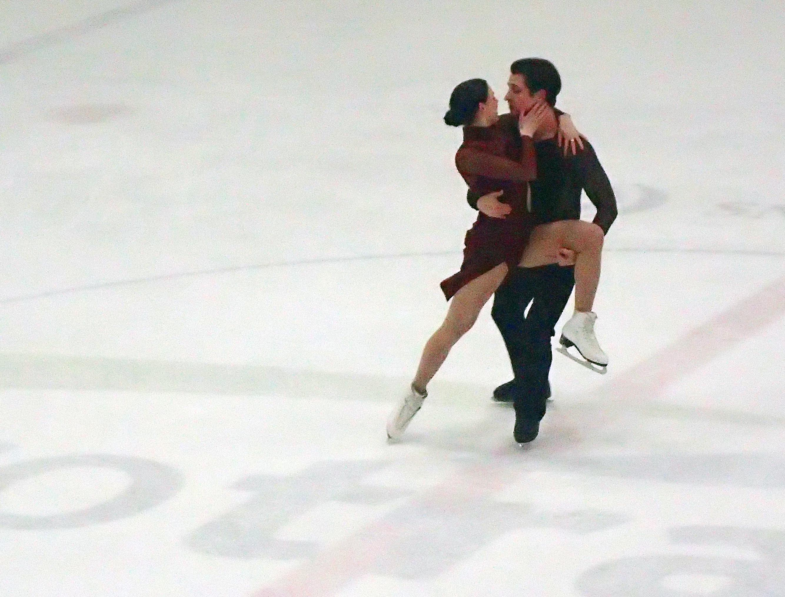 Tessa Virtue and Scott Moir win gold in their final Olympic skate