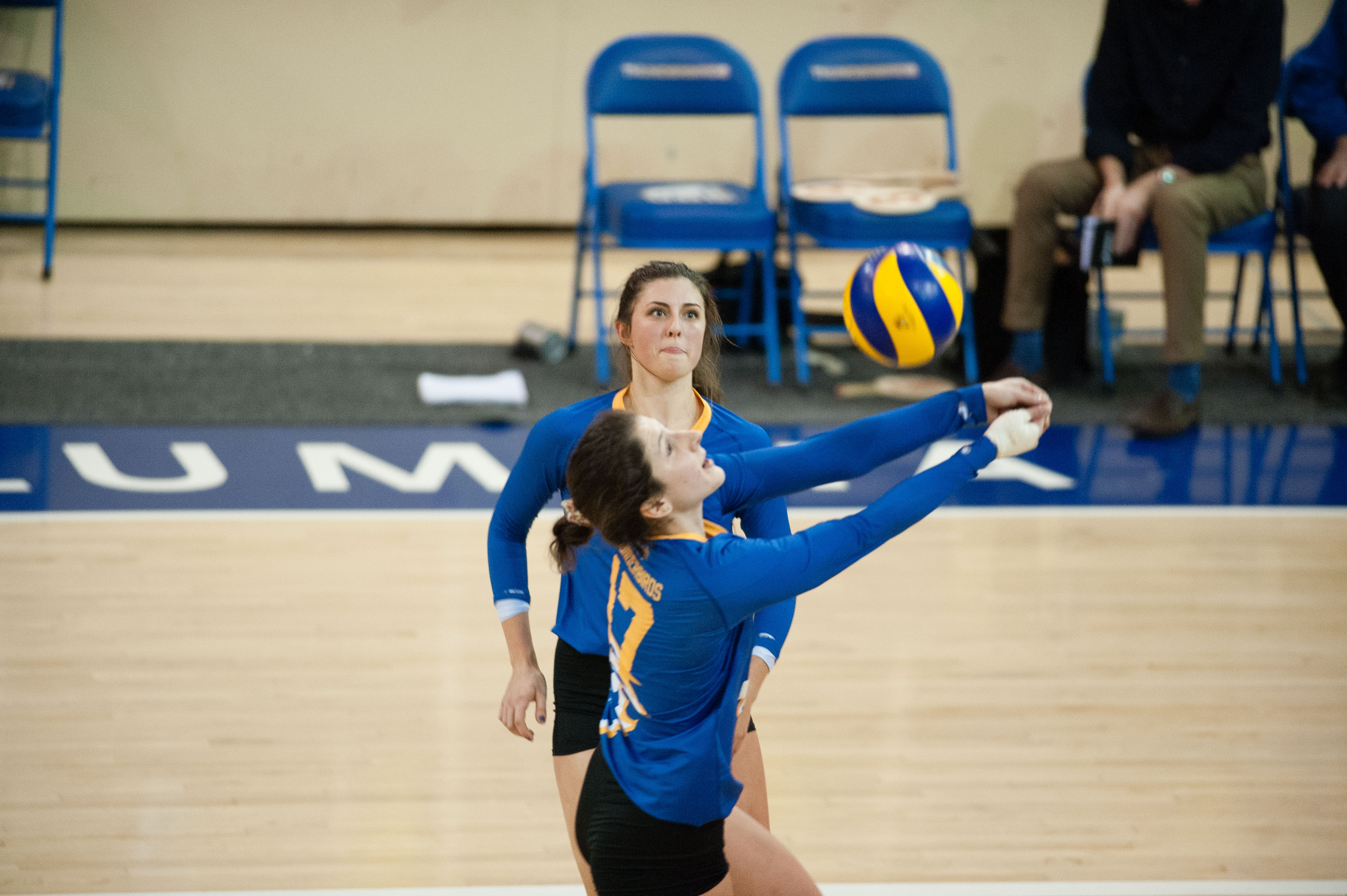 Alessandra Gentile bumps the ball for an oncoming Olivia Furlan play.