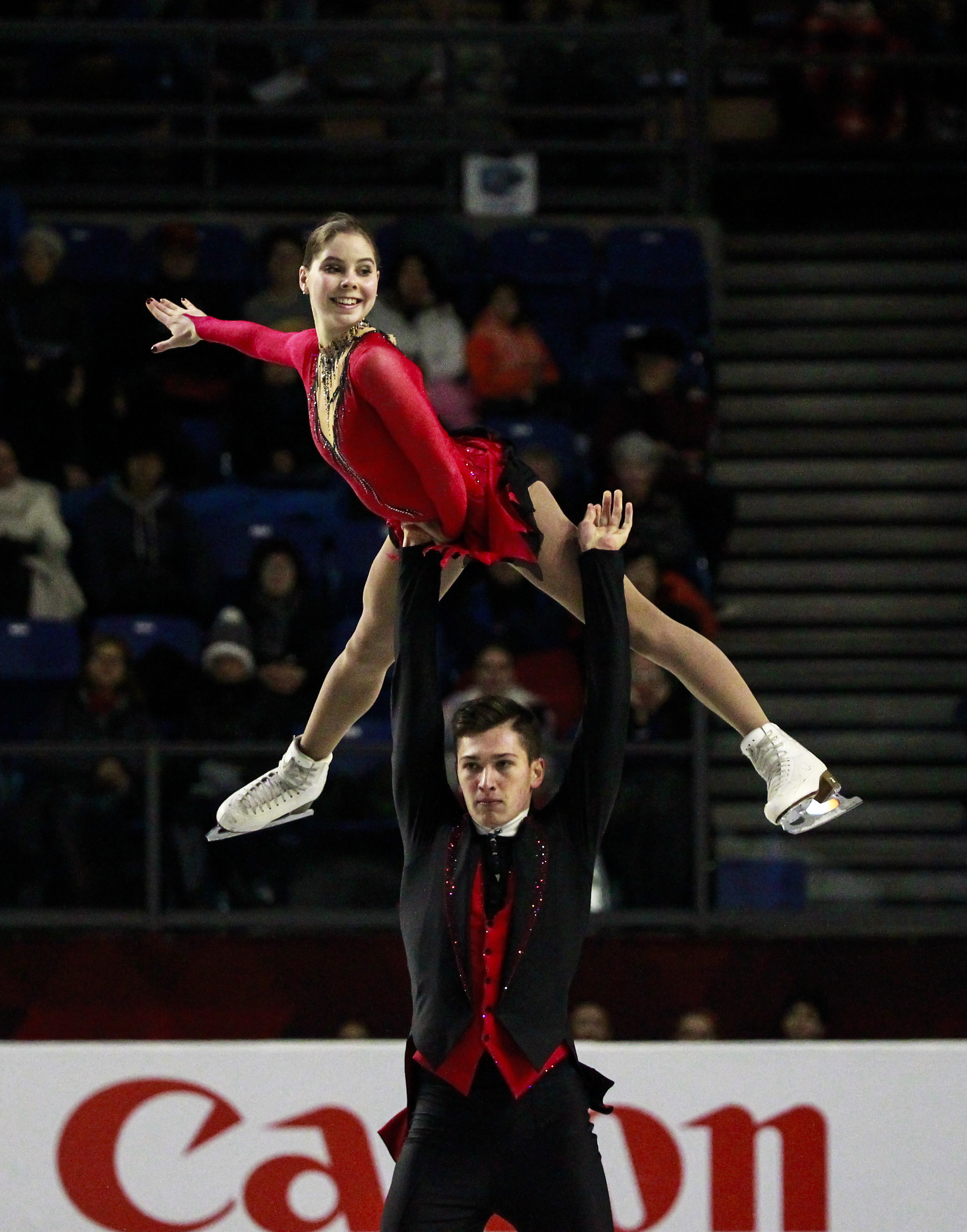 Mishina and Galliamov skate a clean program to gold.