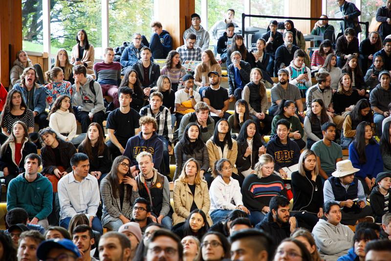 Students fill the Nest for federal leaders debate watch party